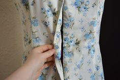 """My Oh Sew Vintage Life: Tips 'n' Tricks - A """"back button"""" to avoid the Dreaded Waist Gape"""