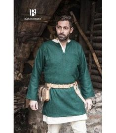 Tunic medieval model Lodin long sleeve and green color. It is a tunic ideal for recreacionistas. Material used:Filter wool: fibres: ⚔️ Medieval Shop-Tunics - Costumes man - Clothing Medieval Clothing Men, Medieval Tunic, Medieval Costume, Green Tunic, Black Tunic, Short Models, Costumes, Fashion Outfits, Tunics