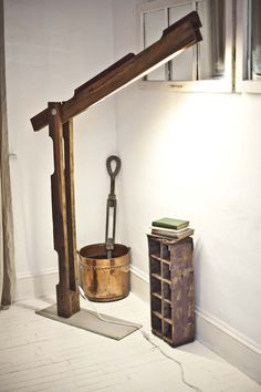 Pallet floor lamp....so cool