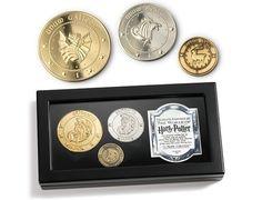 Un poco de dinero del mundo mágico: | 31 Cosas para llenar los calcetines de Navidad de todo fanático de Harry Potter