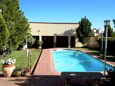 Colesberg Lodge - Not only does Colesberg boast a quiet beauty, but also links all the national roads to the major cities of our beautiful country. Perfectly nestled within the heart of central South Africa, the Colesberg . National Road, Cape Town, Weekend Getaways, Roads, South Africa, Cities, Road Trip, Home And Garden, Country