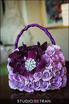 The flower girl's purse could tie in with the theme or colours of the wedding Flower Girl Bouquet, Flower Bag, Flower Girl Basket, Creative Flower Arrangements, Flower Centerpieces, Floral Arrangements, Deco Floral, Arte Floral, Floral Design