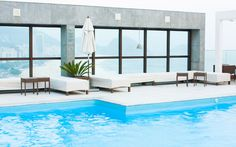 Top Home Design 96 Harmonious Pool Patio Design For The Modern Home 65 White Patio Furniture, Patio Furniture Makeover, Luxury Swimming Pools, Swimming Pool Designs, Flat Stone Patio, Diy Pallet Vertical Garden, Small Outdoor Patios, Rustic Patio, Patio Design