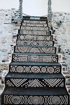 Staircase in the Robert Tatin Museum in Cossé-le-Vivien, France. Robert Tatin was a French artist and outsider-architect African Design, African Art, African Room, African House, African Culture, Stairway To Heaven, Tribal Art, Tribal Style, Stairways