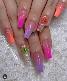 There are many styles of nails. Recently, dried flower nail art designs on ins are very popular. They are a kind of nail style that many girls want to do. Dry flower nails are m Bright Summer Acrylic Nails, Best Acrylic Nails, Acrylic Nail Designs, Summer Nails, Nail Art Designs, Nails Design, Design Art, Multicolored Nails, Colorful Nail