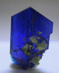 Linarite gem crystal with minor light green crystals (Chrysocollla?) / Grand Reef Mine, Santa Teresa Mts, Graham Co., Arizona <3