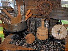 primitive country decorating for fall Primitive Country Homes, Primitive Gatherings, Primitive Kitchen, Primitive Crafts, Primitive Bedroom, Primitive Antiques, Prim Decor, Country Decor, Farmhouse Decor