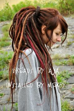 Natural looking fluffy style synthetic dreads....I want :3