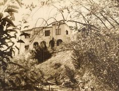 Ruldolf Valentino - rear view of Falcon Lair Golden Age Of Hollywood, Vintage Hollywood, Classic Hollywood, California History, California Love, Southern California, Rudolph Valentino, Horsemen Of The Apocalypse, Celebrity Houses