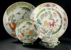 Petite terrine circulaire couverte en porcelaine de la famille verte. Chine, dynastie Qing, époque Kangxi (1662-1722). Photo Daguerre & Brissonneau