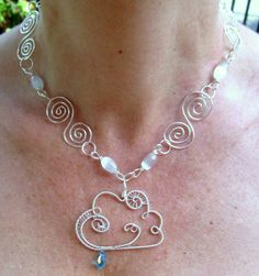 Rame argentato, pietra di luna, cristallo. Creative Wire: bigiotteria Handmade