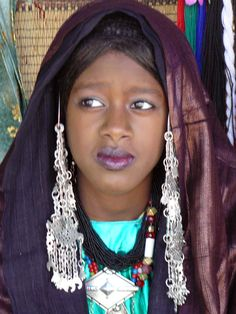 Africa   Tuareg woman.  Ghadames, Libya   ©S. Alexandre         PURPLE CLOTH,LONG SILVER EARRINGS ,TURQUOISE AND BLACK ARE SUPERB ON THIS AFRICAN QUEEN!