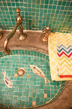 "No need to ponder the age old question, ""Should I dry my hands with the pretty guest towel in the powder room?"" With Hen House's easy-care fabrics, these delightful user-friendly hand towels are as functional as they are fanciful."