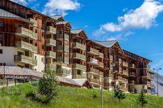 Une résidence située au pied des montagnes  ©Robert Palomba Photographe