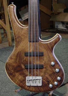 Stambaugh Musical Designs Custom Fretless Double-Cutaway 4-string Bass Guitar