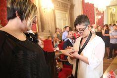 Primo sì tra persone dello stesso sesso anche a Bologna. A scambiarsi questa mattina la promessa sotto i commi della legge che ha introdotto in Italia le unioni…