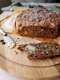 Whole grain bread with mum's seeds (my first bread ❤) Gluten Free Recipes, Healthy Recipes, Sugar Detox, Whole Grain Bread, Seitan, Naan, Healthy Cooking, Granola, Food Hacks