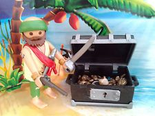Playmobil Pirat / Seeräuber Figur mit Schatztruhe, Pistole und Säbel TOP!!!