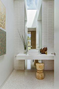 Inside A Desert Modern Home All About Fun - Luxe Interiors + Design A spin on period materials like white brick, terrazzo and bronze framing give the dwelling a contemporary look. Home Design, Decor Interior Design, Interior Decorating, Bath Design, Interior Modern, Decorating Ideas, Layout Design, Modern Powder Rooms, Modern Bathrooms