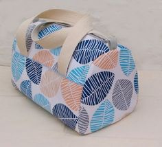 New Sewing Patterns Free Bag Tuto Sac 18 Ideas Diy Sewing Projects, Sewing Tutorials, Barrel Bag, Diy Purse, Creation Couture, Couture Sewing, Fabric Bags, Sewing Patterns Free, Handmade Bags