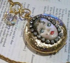 """Locket """"The Lady face Locket"""" Vintage Necklace by DreamAddict on Etsy"""