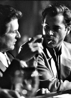 Goodfellas- so do you think I'm funny, how am I funny Ray Liotta Goodfellas, Goodfellas 1990, Great Films, Good Movies, Don Corleone, Gangster Movies, Crime Film, Bon Film, Pulp