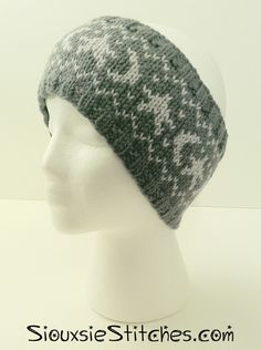 A Crown of Moons and Stars - free knitting pattern from SiouxsieStitches.com