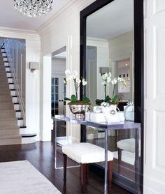 espelho de piso com aparador na frente