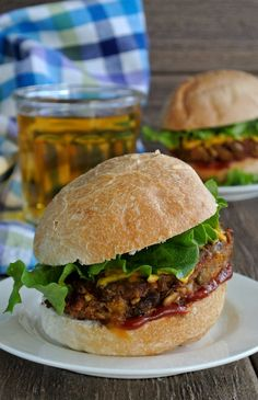 Spicy Green Lentil Burgers have lots of texture, wonderful flavor enhanced with the spices and one of the best veggie combinations you could. Healthy Burger Recipes, Healthy Food Choices, Whole Food Recipes, Vegetarian Recipes, Vegan Meals, Paleo Burger, Vegetarian Barbecue, Hamburger Recipes, Vegetarian Cooking