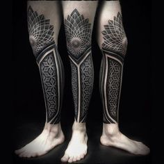 The Calf Sleeve Tattoo by Ivan Hack is an amazing mix of dotwork and geometry tattoo techniques covering the whole calf and shin till the knee. Tattoo Shoulder Men, Calf Sleeve Tattoo, Tattoo Calf, Knee Tattoo, Leg Tattoo Men, Tattoo On, Cover Tattoo, Shape Tattoo, Thigh Tattoos