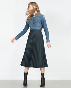 Discover the new ZARA collection online. High Street Fashion, Denim Blouse, Denim Shirt, Zara Shirt, Fashion 101, Denim Fashion, Looks Camisa Jeans, Estilo Jeans, Only Clothing