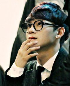 Chen cute habit..he likes to bite his nails.. >_< #Chen #EXO