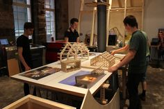 WikiHouse // MAKlab // Wikihouse making bij MAKlab - dag 3. foto Duncan Bain ArchiNed