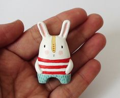 carrot cake eating bunny by sweetbestiary on etsy Polymer Clay Crafts, Diy Clay, Ceramic Animals, Paperclay, Ceramic Clay, Soft Sculpture, Cold Porcelain, Clay Projects, Biscuit