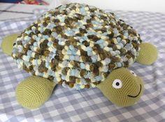 Toby Turtle Floor Cushion - tutorial for Surface Crochet Technique Crochet 101, Crochet Videos, Crochet Home, Crochet For Kids, Double Crochet, Crochet Floor Cushion, Cushion Tutorial, Crochet Turtle, Kid Decor