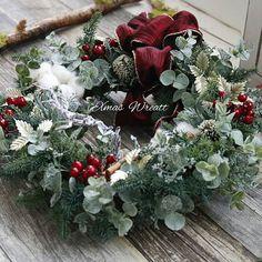 """juju på Instagram: """"2017・11・7 Xmasリースレッスン 今日から始まりました🎵 生徒さんの作品です 自分らしさを出される生徒さん~ いつもと違う冒険を試みる生徒さん~ ビュッフェスタイルだから楽しい~ ・ 募集は満席終了となりました。 ありがとうございました スペルまちがえちゃった😣…"""" Christmas Wreaths, Holiday Decor, Flowers, Instagram, Home Decor, Decoration Home, Room Decor, Florals, Flower"""