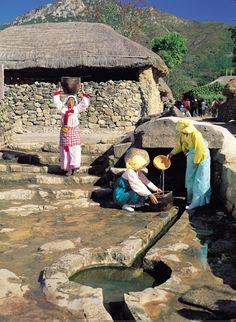 Drawing Water - Naganeupseong folk village    www.visitkorea.or.kr KOREA TOURISM ORGANIZATION
