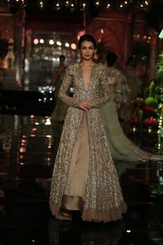 Manish Malhotraat India Couture Week 2016 - Look 13