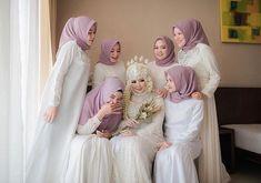 Hijab Style Dress, Hijab Wedding Dresses, Indian Wedding Outfits, Bridesmaid Dresses, Bridesmaids, Akad Nikah, Brokat, Hijab Fashion, Marriage