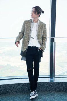 Spring fever in autumn! [YiZhan FanFiction] - Yibo - My Sunshine Korean Fashion Men, Korean Street Fashion, Asian Fashion, Look Fashion, Mens Fashion, Mode Outfits, Casual Outfits, Fashion Outfits, Boys Long Hairstyles