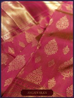 Angadi Silks features a Fresh Pink Contemporary ornated with intricately woven Foliage motifs. They adorn the saree through the entire body. Easy to drape and apt for any Day-occasion, this saree can be styled with diamonds or Gold Antique Jewelry. Gold Silk Saree, Wedding Silk Saree, Bridal Wedding Dresses, Latest Silk Sarees, Indian Silk Sarees, Silk Saree Kanchipuram, Kanjivaram Sarees, Trendy Sarees, Stylish Sarees
