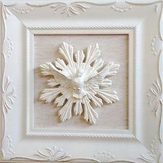 Quadro com moldura provençal branco Divino Espirito Santo