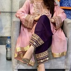 How To Wear White Pants Work Outfits Color Combos 53 Ideas Pakistani Party Wear, Pakistani Wedding Outfits, Pakistani Dress Design, Stylish Dress Designs, Stylish Dresses, Pakistani Fashion Casual, Indian Fashion, Indian Dresses, Indian Outfits