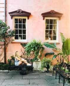 Admiring the Olde Pink House, Savannah, Georgia. See Instagram photos and videos from MICHELLE HALPERN ☼ TRAVEL (@livelikeitsthewknd)