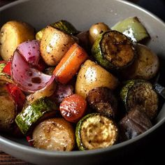Balsamic glazed roasted vegetables - Easy recipe for roasted vegetables which get coated with a delicious, sticky, sweet and savory balsamic glaze. Subtitute maple syrup for the honey to make it vegan. Glazed Vegetables, Grilled Vegetables, Roasted Balsamic Vegetables, Vegetarian Recipes, Cooking Recipes, Healthy Recipes, Easy Recipes, Honey Balsamic Glaze, Clean Eating Snacks
