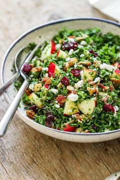 Apple Cranberry Bacon Kale Salad with apple juice mustard dressing - Not only this salad recipe is packed full of hearty nutrients, but it tastes amazing too! Kale Apple Salad, Warm Kale Salad, Kale Salad Recipes, Salad Recipes Video, Salad Recipes For Dinner, Salad Dressing Recipes, Recipe For Kale Salad, Kale Salads, Dinner Salads