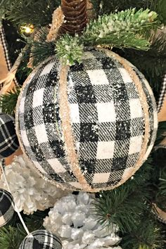 Black and white checks and plaid! All very popular for 2019 decorating themes. S Black and white checks and plaid! All very popular for 2019 decorating themes. See more Buffalo check decorations at Trendy Tree. Diy Christmas Ornaments, Christmas Holidays, Christmas Wreaths, Christmas Bulbs, Christmas Ideas, Christmas Inspiration, Handmade Christmas, Diy Christmas Projects, Buffalo Plaid Christmas Ornaments