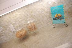 Kitchen countertops quartzite pictures taj mahal ideas for 2019 Glass Tile Backsplash, Kitchen Backsplash, Kitchen Countertops, Backsplash Ideas, Kitchen Cabinets, Taj Mahal Quartzite, Quartzite Countertops, Kitchen Wall Colors, Cabin Kitchens