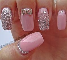 Tutorial on : http://claudiacernean.blogspot.ro/2013/04/unghii-roz-pink-nails.html