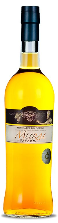 Produced from grapes of the Moscatel Galego variety from the vineyards of the Quinta da Abelheira in the south of Favaios, this wine reveals aromas of orange, as a sweet fruit in the mouth and has a nice long finish. Ideal to start a meal or a nice complement for sweets, this fortified wine is the ideal companion for a moment of pure gluttony.